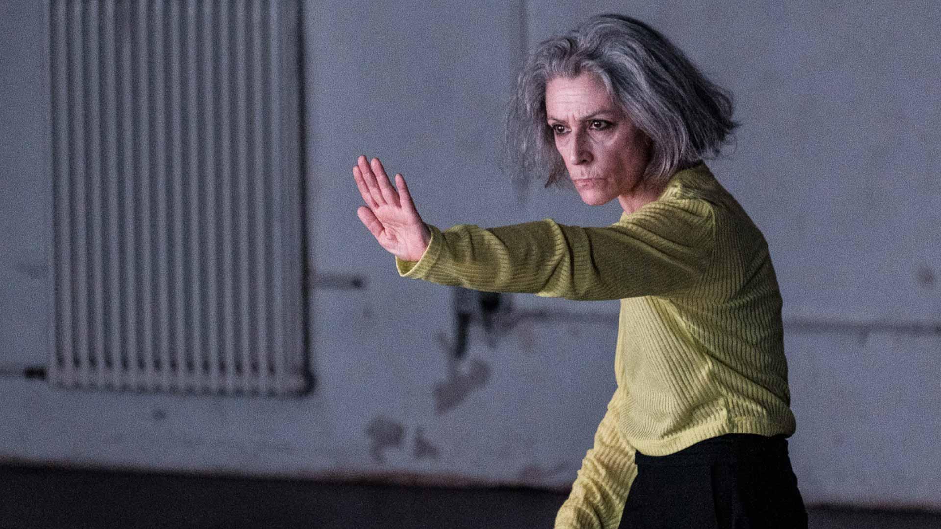 Dansaren Cristina Caprioli sträcker ut en arm